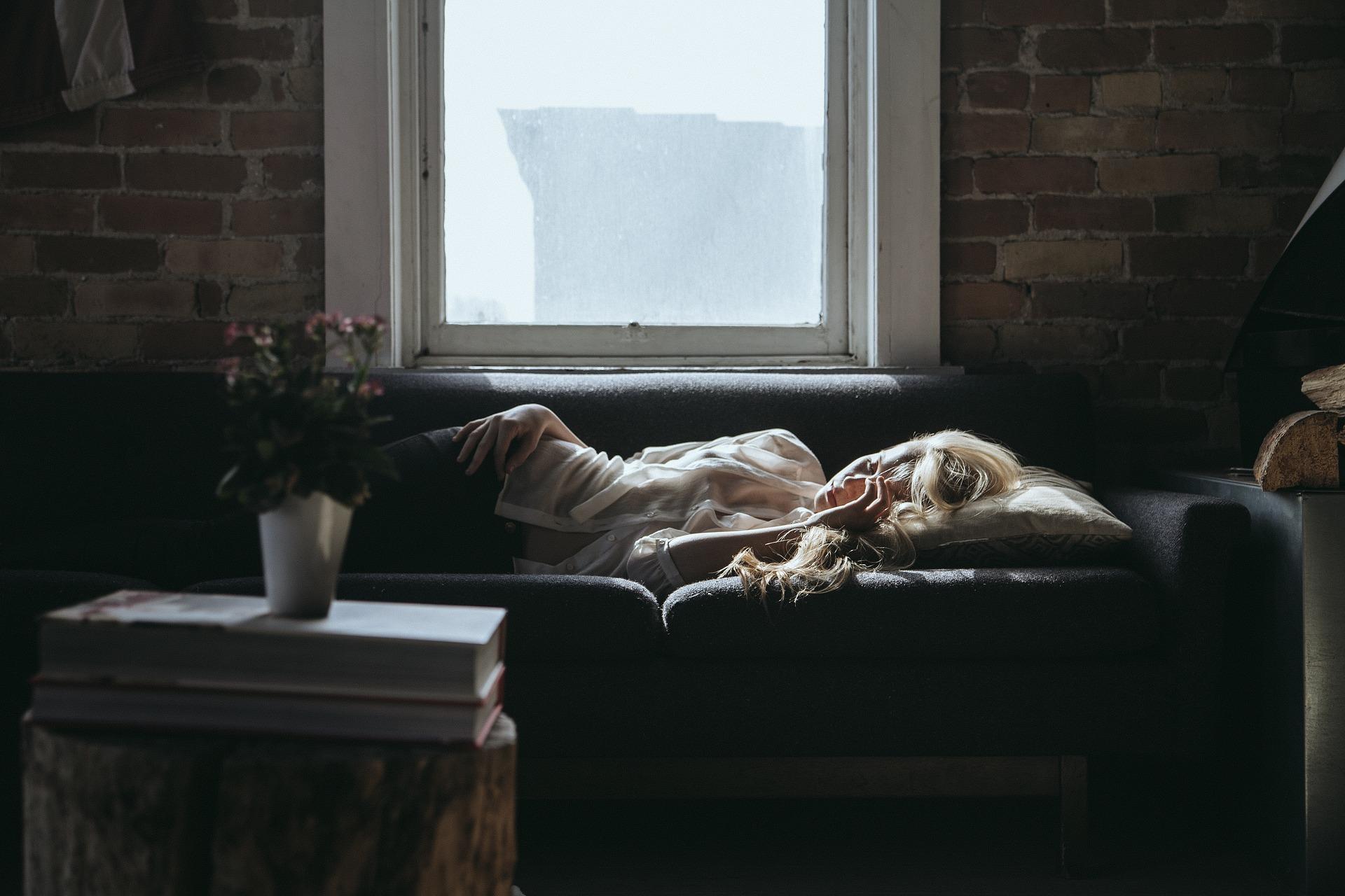 Kasni odlazak u krevet utiče na ZDRAVLJE: Evo šta se dešava u telu ako ste BUDNI posle PONOĆI