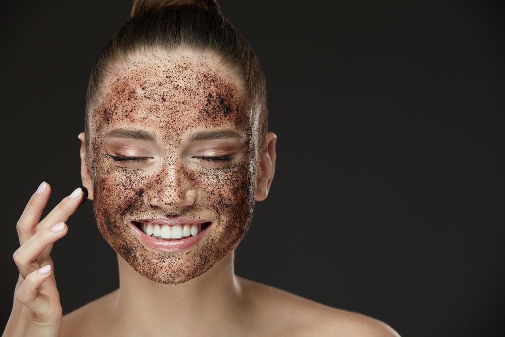 Domaći piling za masnu kožu: Skuvajte kafu!