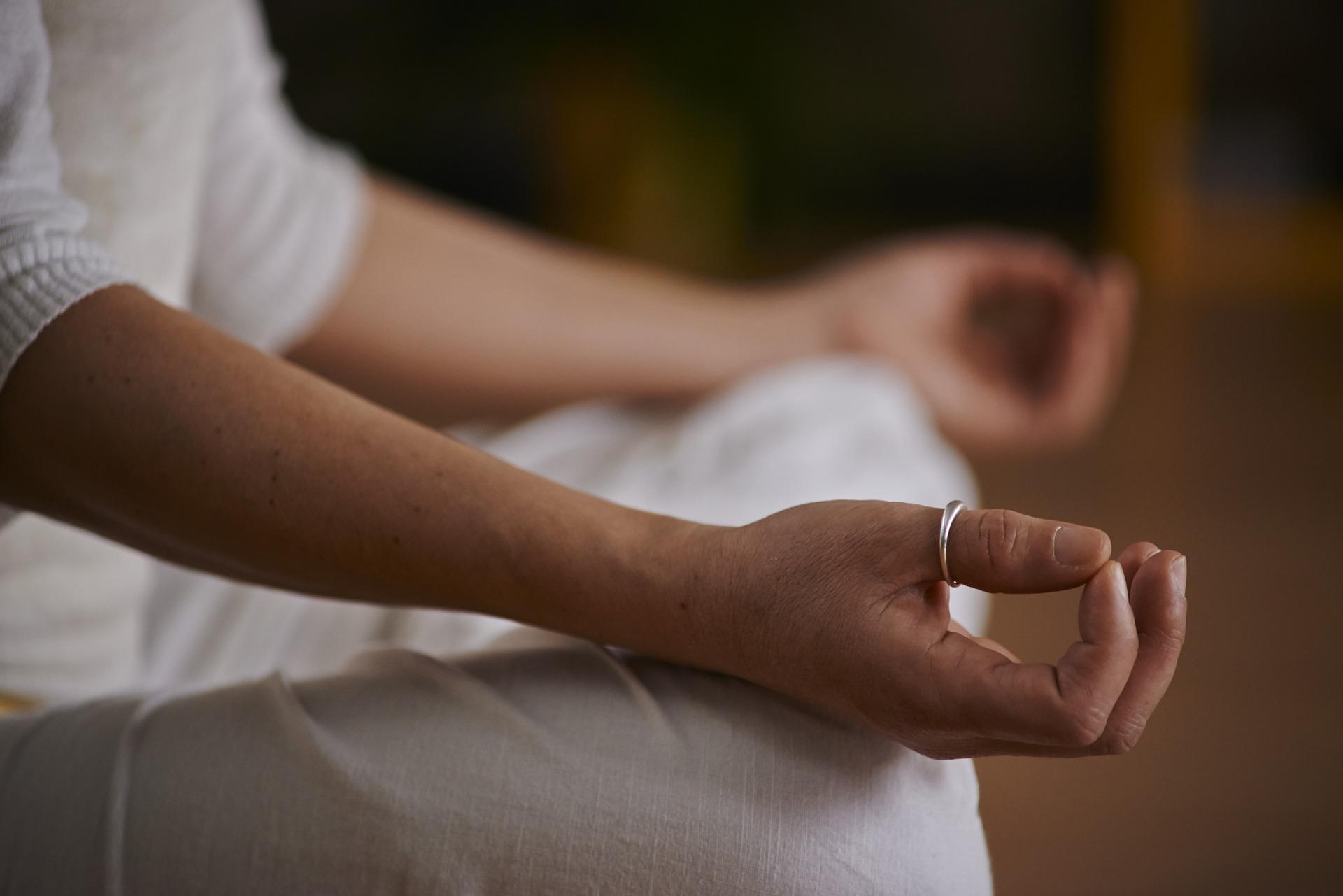 Lek za NESANICU: Jednostavna JOGA vežba koja će vam pomoći da brzo utonete u SAN
